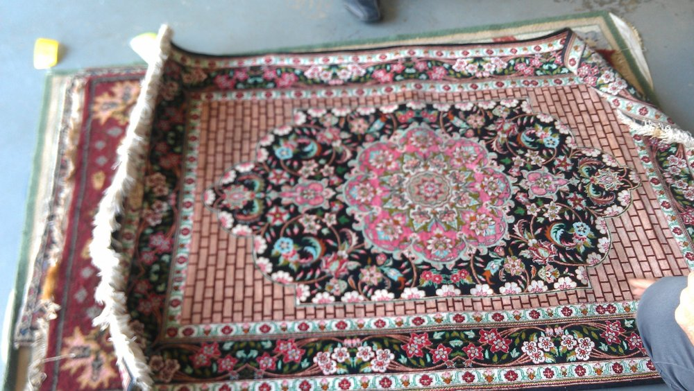 OTHER NATURAL FIBER RUGS - Cotton and silk rugs are also washed. Especially with silk, a rug specialist needs to be hired. There are a wide range of natural fiber rugs (sisal, jute, viscose, hemp, etc.) that a Best Clean rug specialist  can identify how best to clean them.