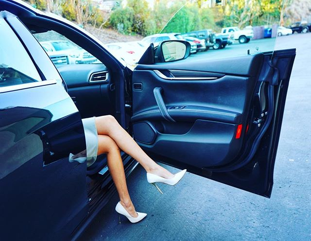 ✨ A queen arrives in style. ✨ Be a man with class. @kimberlee.labore #luxecarcollective #rent #cars #carsharing #luxurylifestyle #heels #queen #man #maserati #arriveinstyle #california #vacation #travel #sandiego #racecars #treatyoself