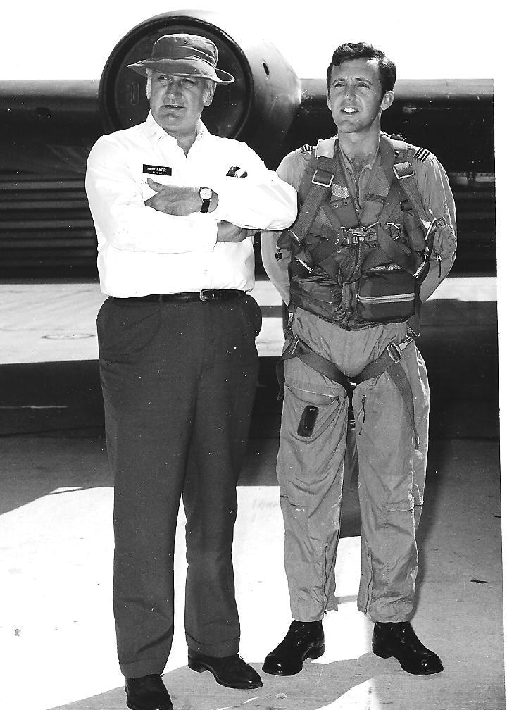 GG Justice John Kerr & Me, Vietnam 1971.jpg