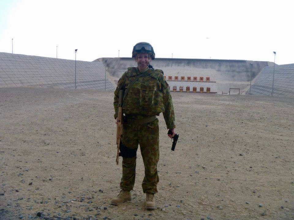 PIC 12    2012 – AL MINHAD AIR BASE (AMAB) – On the firing range – Steyr & 9mm in hand.jpg