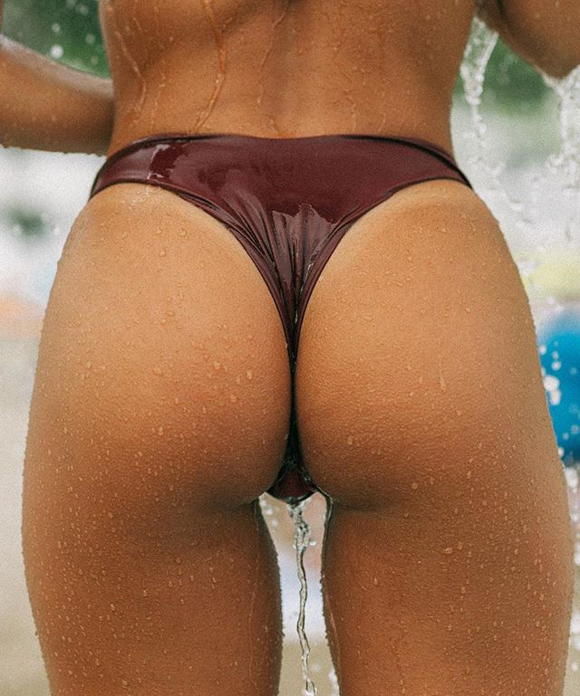 BEACH BUM 💥 Our cheeky bottoms are designed to make your booty pop 💥 All sizes are available NOW • www.vanillaswim.com #vanillaswim