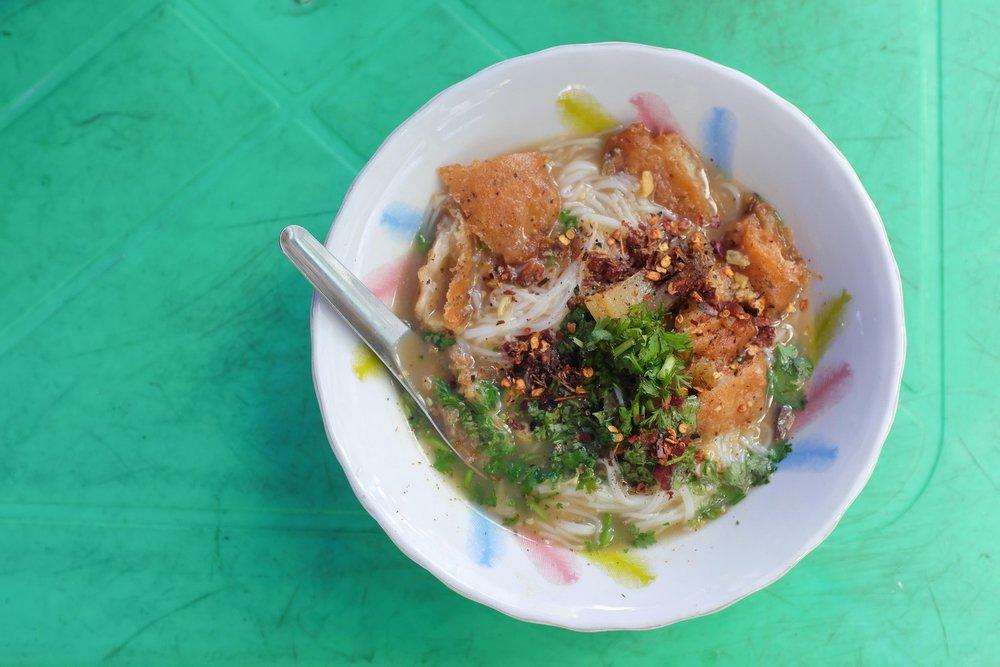 Mohinga Breakfast Street Food Tour