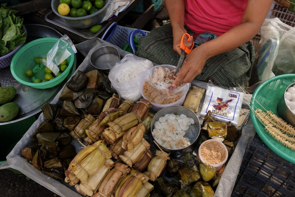Yangon street food breakfast tour: Sticky Rice Snacks