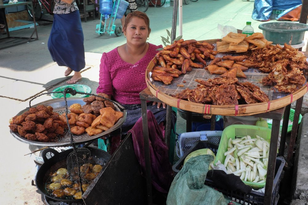 Yangon street food breakfast tour: Fried Snacks