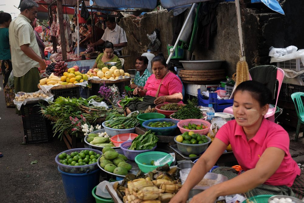 Yangon street food breakfast tour: Morning Market