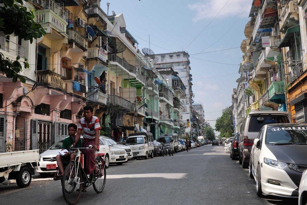 Yangon trishaw street food tour