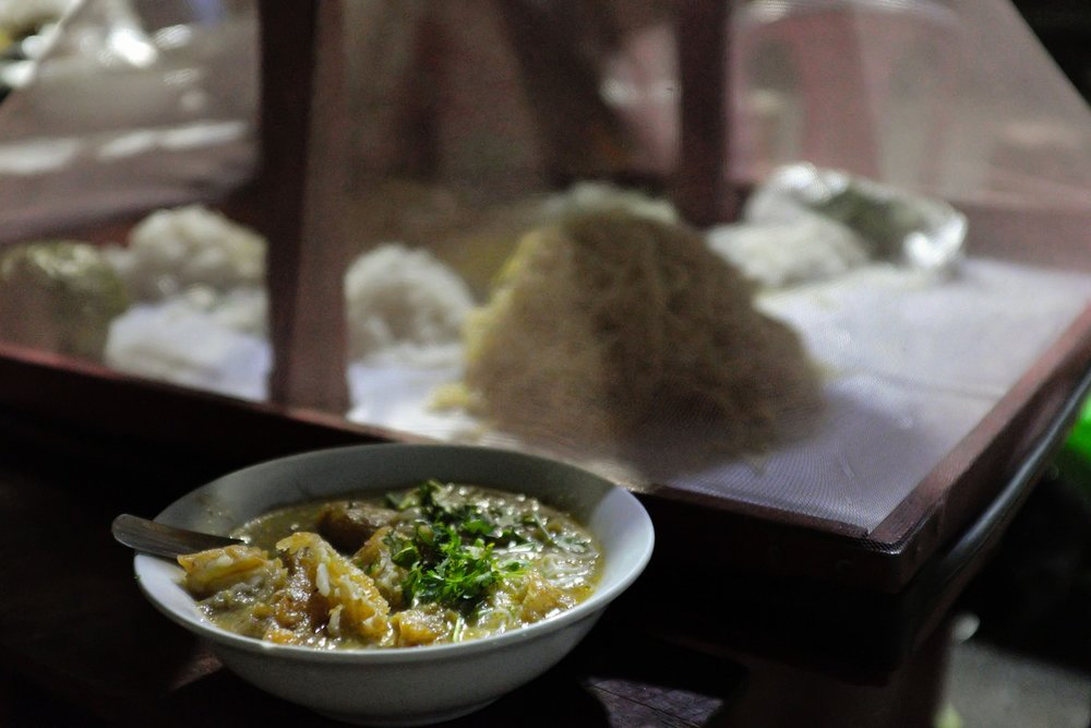 Yangon evening street food tour: Mohinga