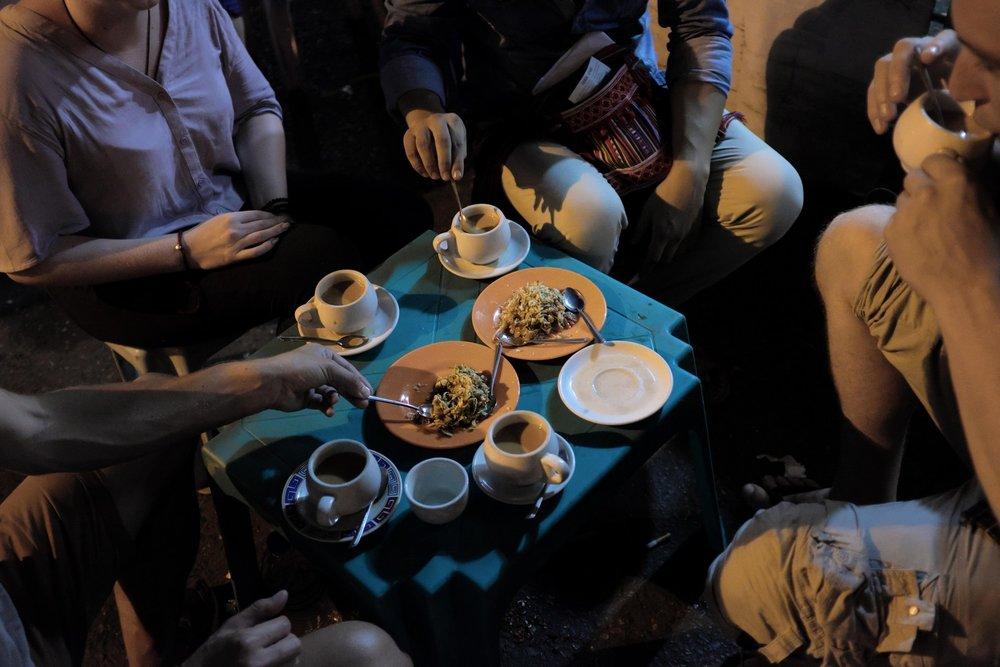 Yangon evening street food tour: Myanmar salads and cups tea