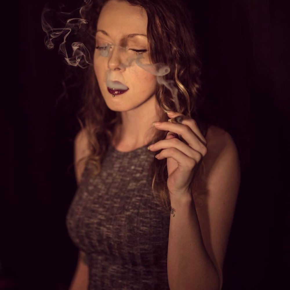 Courtney Smokes - 531 K FANSIN / TW / FBConsultant, cannabis connoisseur and photographer, Courtney has developed a massive following who check in daily for advice on the best strains to try.