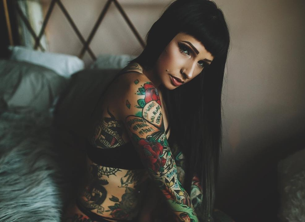 Angela Mazzanti - 380k FANSIN / TW A tattoo enthusiast with a passion for cannabis living in Los Angeles, Angela's unique look has made her one of the most sought after dispensary event hosts in California. As her following grew, she launched Edicius, an ink-inspired apparel collection and was featured in Ink Magazine.