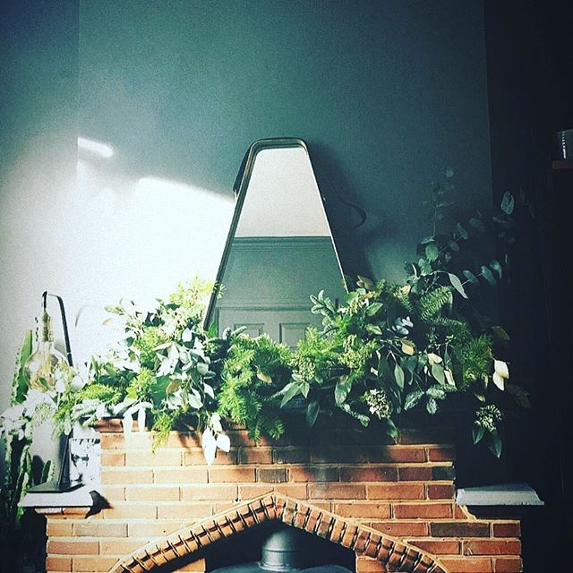 Our stunning Christmas mantelpiece by @sulaflowers ✨🌲 I love the simplicity of the design and the greens against the grey walls 💖 #interiorinstagram #interiorinspiration #interiordesign #interiordecor #design #florist #floristry #sulaflowers #christmasdecorations #fireplace #fireplacedecorations
