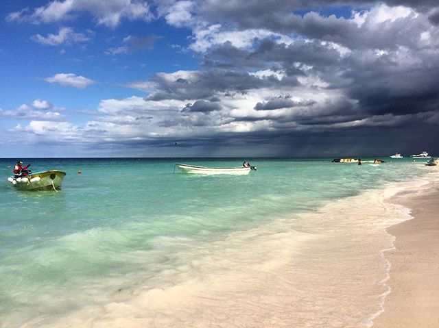 📍: 🇩🇴 | Sun and clouds 🔃Dark and stormy | #playabavaro #bavarobeach #puntacana #igerspuntacana #ig_puntacana #dominicanrepublic #republicadominicana #igersdominicanrepublic #igersdominicana #ig_dominicanrepublic #beachholiday #luxuryresorts #photooftheday #picoftheday #bestoftheday #travelgram #instatravel #instaphoto #instapic #instagood #traveladdict #traveldeeper #lovetheworld #tourtheplanet #letsgoeverywhere