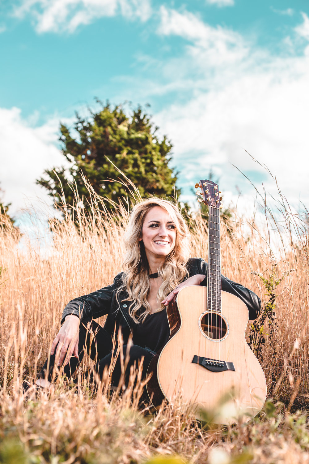 WILDEE is a country music singer/songwriter born and raised in Temecula, CA and currently living in Nashville, TN. Her roots trace back to Southern Louisiana where she has developed her love for country music from her grandfather and was given her middle name
