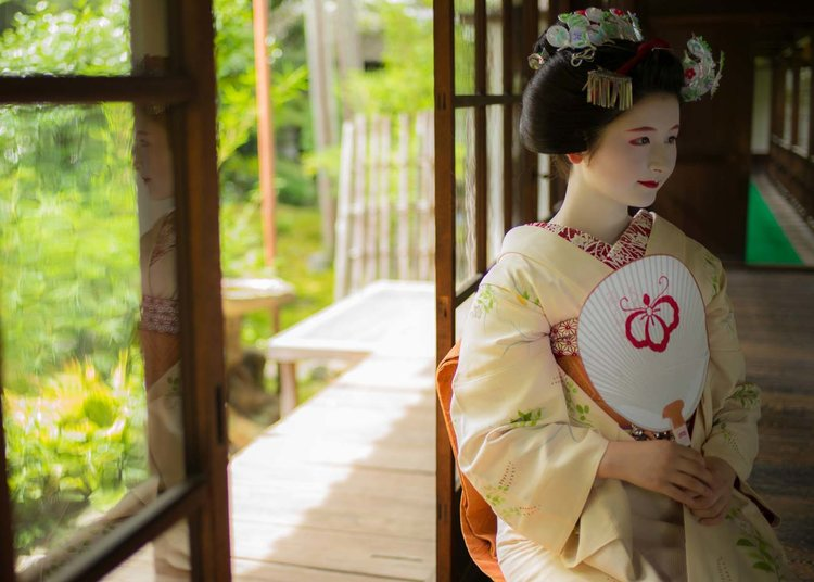 7a1c218d4d 12 Ways to Add Japanese Kimono Style to Your Life
