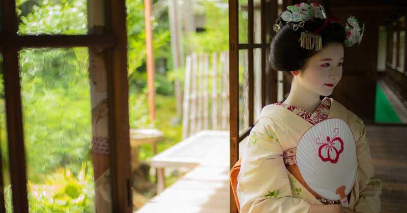 12 Ways to Add Japanese Kimono Style to Your Life -
