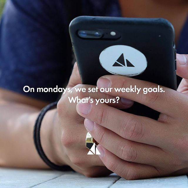We try to set out goals weekly. That way eveyone on the team know their role for the week!what's yours? #mondaymotivation