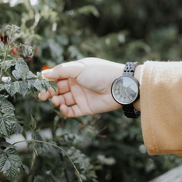 ✨ GIVEAWAY ✨  Happy #Halloweekend ghosts and ghouls. I'm excited to announce my first giveaway in partnership with @jordwatches  We're giving away a $100 gift card so you can add a beautiful, hand-crafted wooden time piece to your collection. The watches are made of raw materials and are #sustainable Ready to rock your own wood watch? To enter:  1. Like this post ❤️ 2. Tag a friend @🙋🏽‍♀️ 3. Drop your email in the form which is linked in my bio 💌 (Everyone who enters will win a special treat even if you don't win the gift card❗️) The winner will be selected and announced on Sunday, October 28th, so enter today! Good luck, friends🤞🏽 ———————————— #jordwatches #sponsored