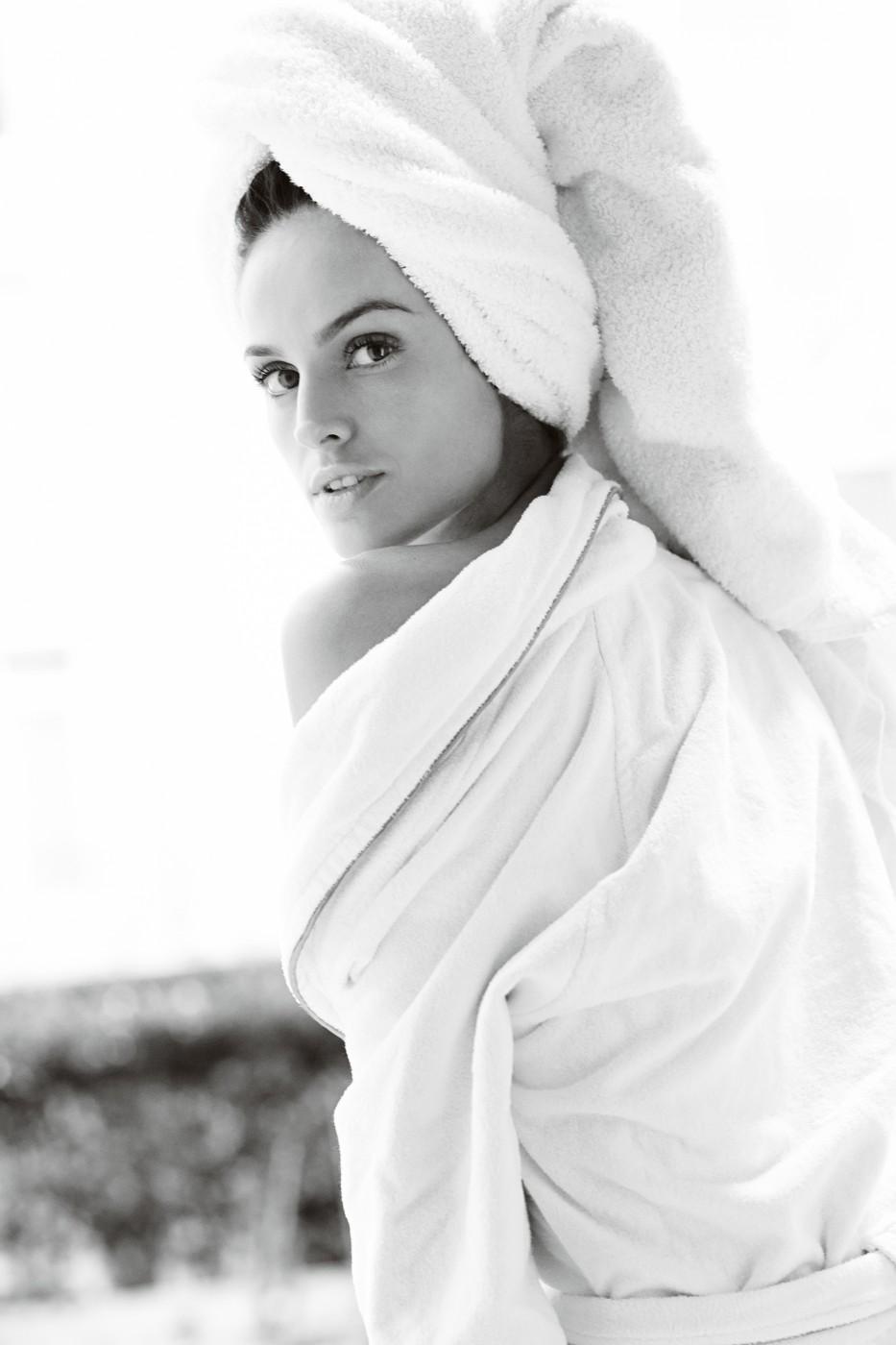 - Mario Testino, Towel Series 57. Izabel Goulart