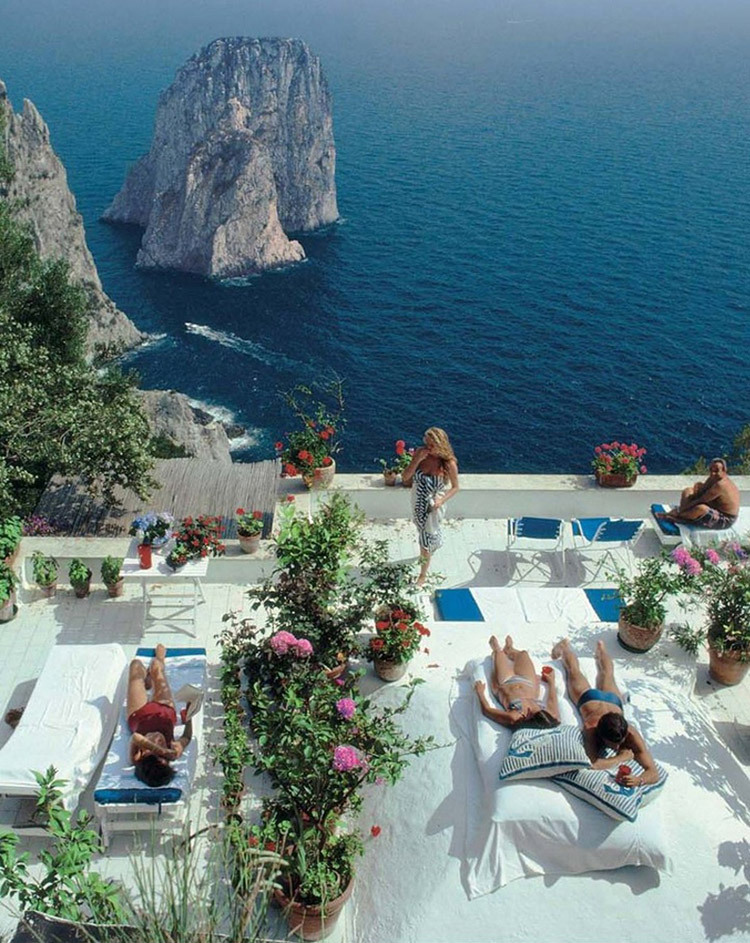 Photo Slim Aarons, Amalfi Coast. Slim Aarons was one of the most prominent society photographers of the day and captured hundreds of photos of the jet set in their natural habitats, lounging on pool chairs and carousing on the ski slopes of Switzerland.
