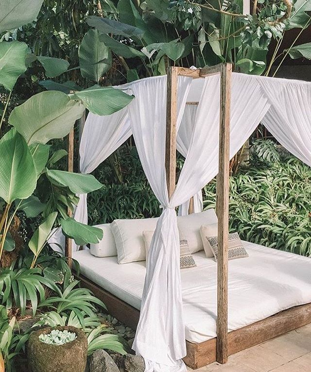 this is having us feel all the #fridayfeels 🌿🌿 big bed and #plantproblem at the planta luxury villa 🛎 | 📷 @patriciatsai