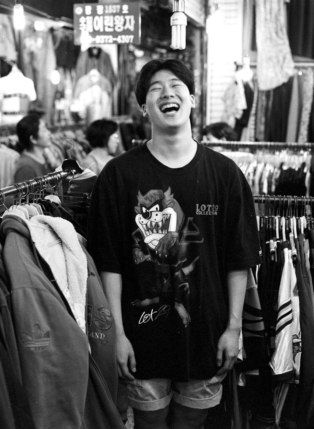 """이예찬 (24) - """"저는 여기 오기전부터 자만한 삶을 살아왔는데, 겸손한 삶을 사는 것이 더 멋있다는 것을 깨달았어요. 겸손하게 살자는 것이 제 교훈입니다.""""  Ye-chan Lee (24) - """"I had been proud until I ended up here, I realized it is better in life to be humble. My life lesson is to live a humble life."""""""