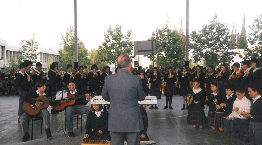 A los 12 años con la clase de música del colegio (el primer guitarrista por la izquierda).1998.