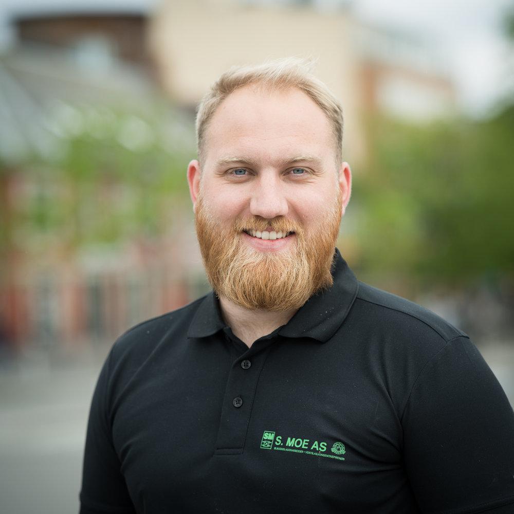Stian Skalmerås - Daglig leder/teknikker 92848112 // stian@smoe.no