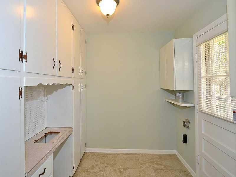 THIS MINIMAL HOUSE BLOG LAUNDRY ROOM BEFORE
