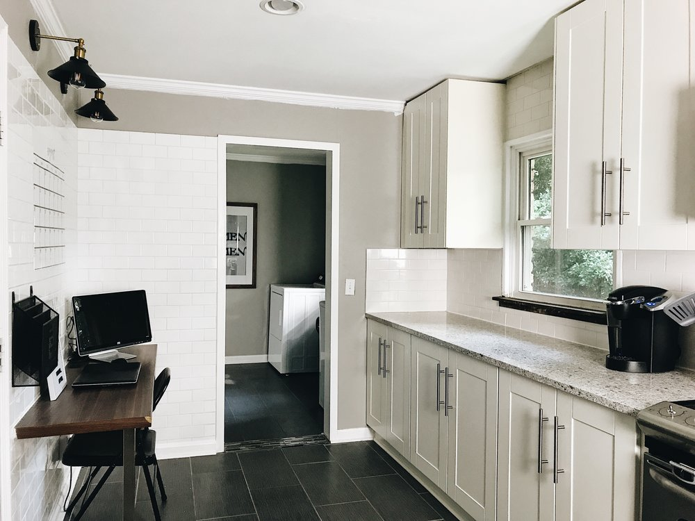 THIS MINIMAL HOUSE KITCHEN NOOK AFTER