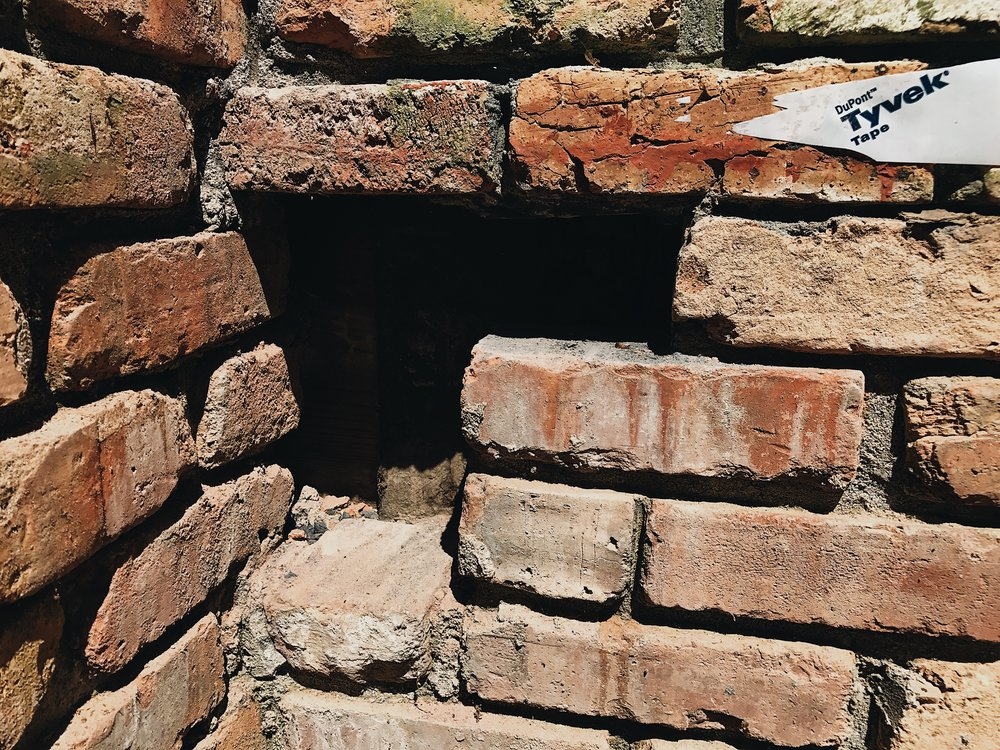 HOW TO REPLACE MISSING BRICKS IN EXISTING BRICK WALL THIS MINIMAL HOUSE BLOG 3.JPG