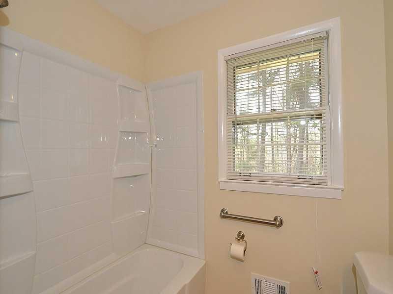 THIS MINIMAL HOUSE BATHROOM