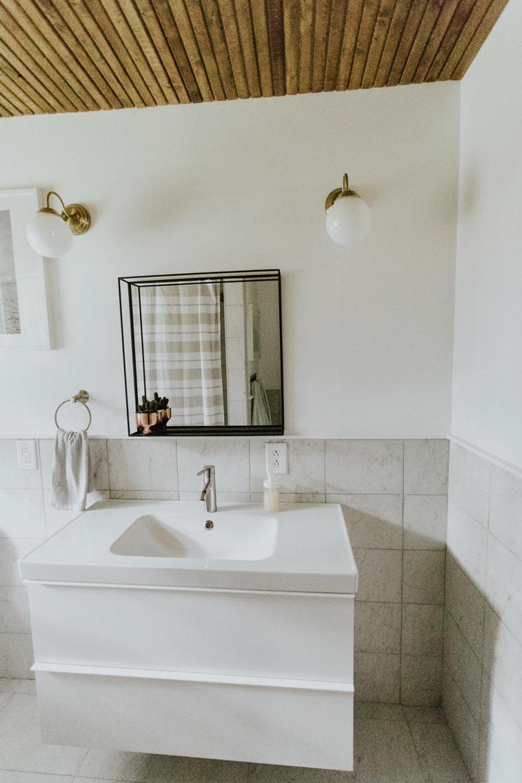 GUEST BATHROOM www.thisminimalhouse.com