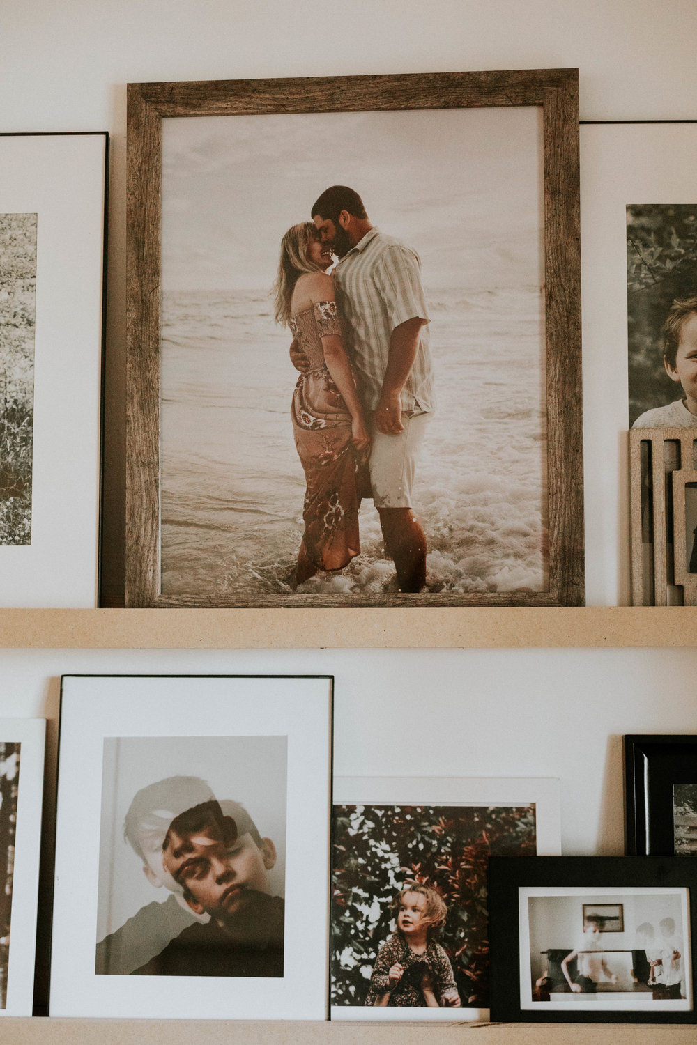 CREATE THIS PHOTO LEDGE FOR YOUR OWN HOME TO DISPLAY YOUR FAVORITE MEMORIES
