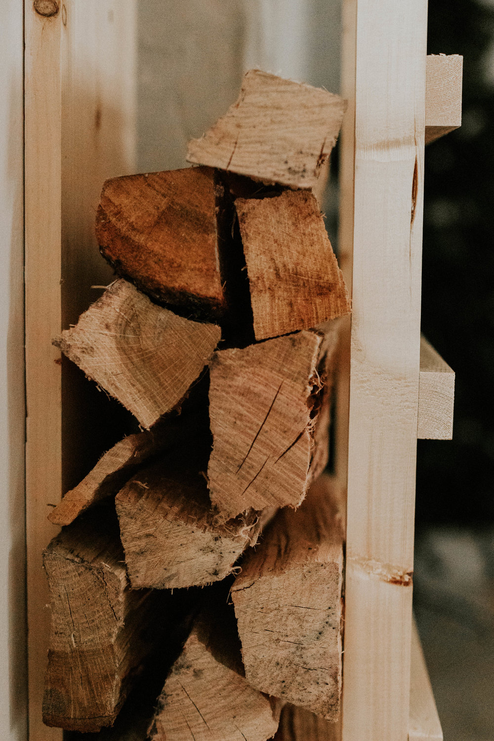 DIY FIREWOOD RACK WALL STORAGE