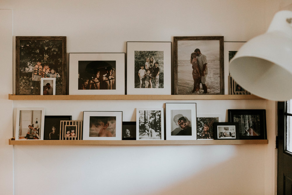 DIY PHOTO LEDGE