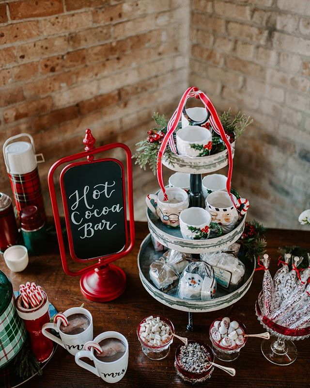 Raise your hand 🙋🏻‍♀️ if you wish your Christmas morning had a spread as epic as this hot cocoa bar! Merry Christmas to you and yours! 🎄☃️❄️ • Photography: @kerricarlquistphotography Design/Rentals: @rustiqueswan Venue: @brixonfox Gown/Tux: @eleganzagallery Florist: @ayselcristianfloralatelier Hair: @ks.stylist Makeup: @beautybynancy1527 Cake: @spencertrygvecakes Favors: @motherwilma  Calligraphy: @floralsandflourishes Cookies: @fpcookies Jacket: @krorerdecor