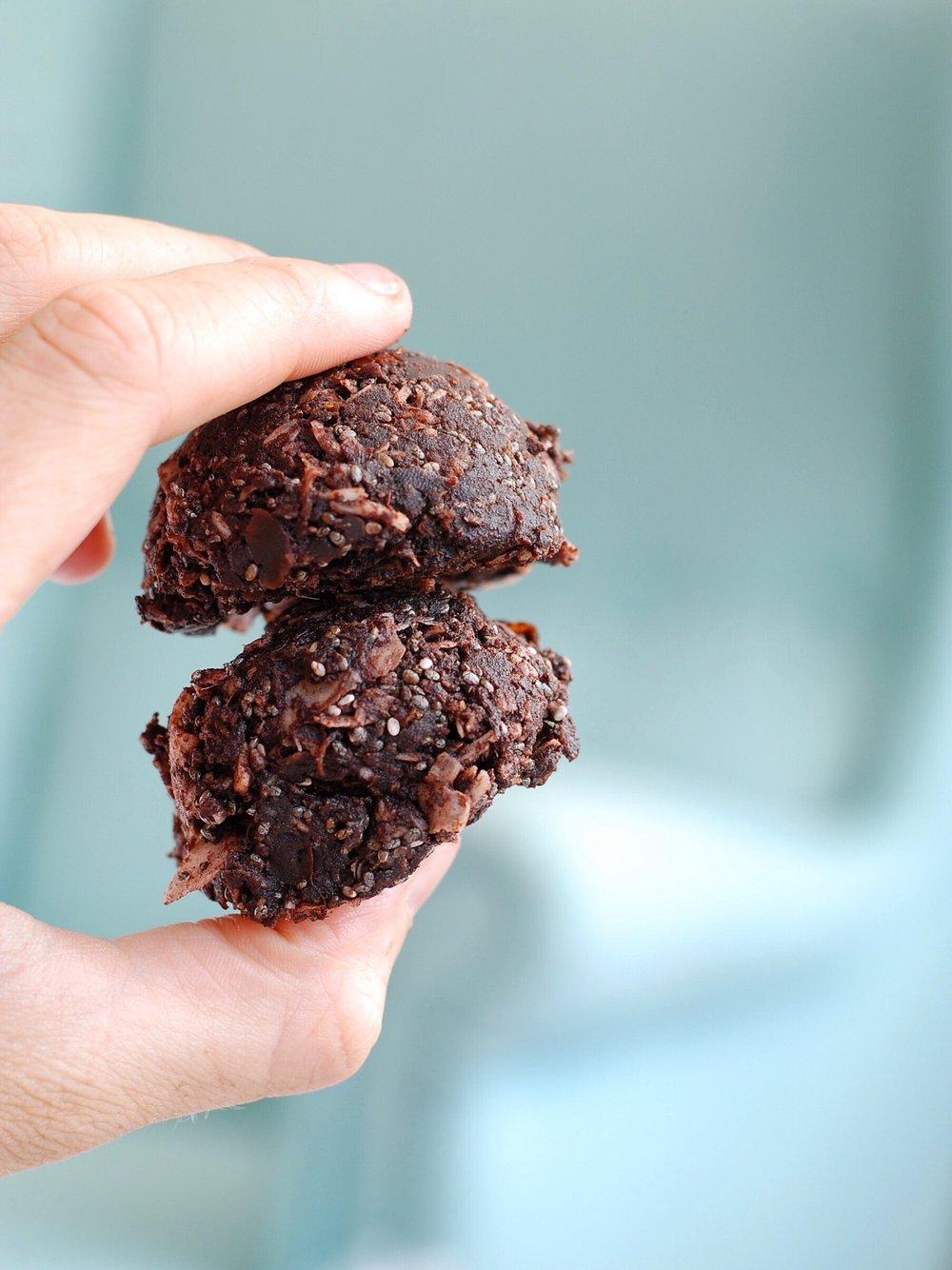 chocolatey fudge bites - foody first