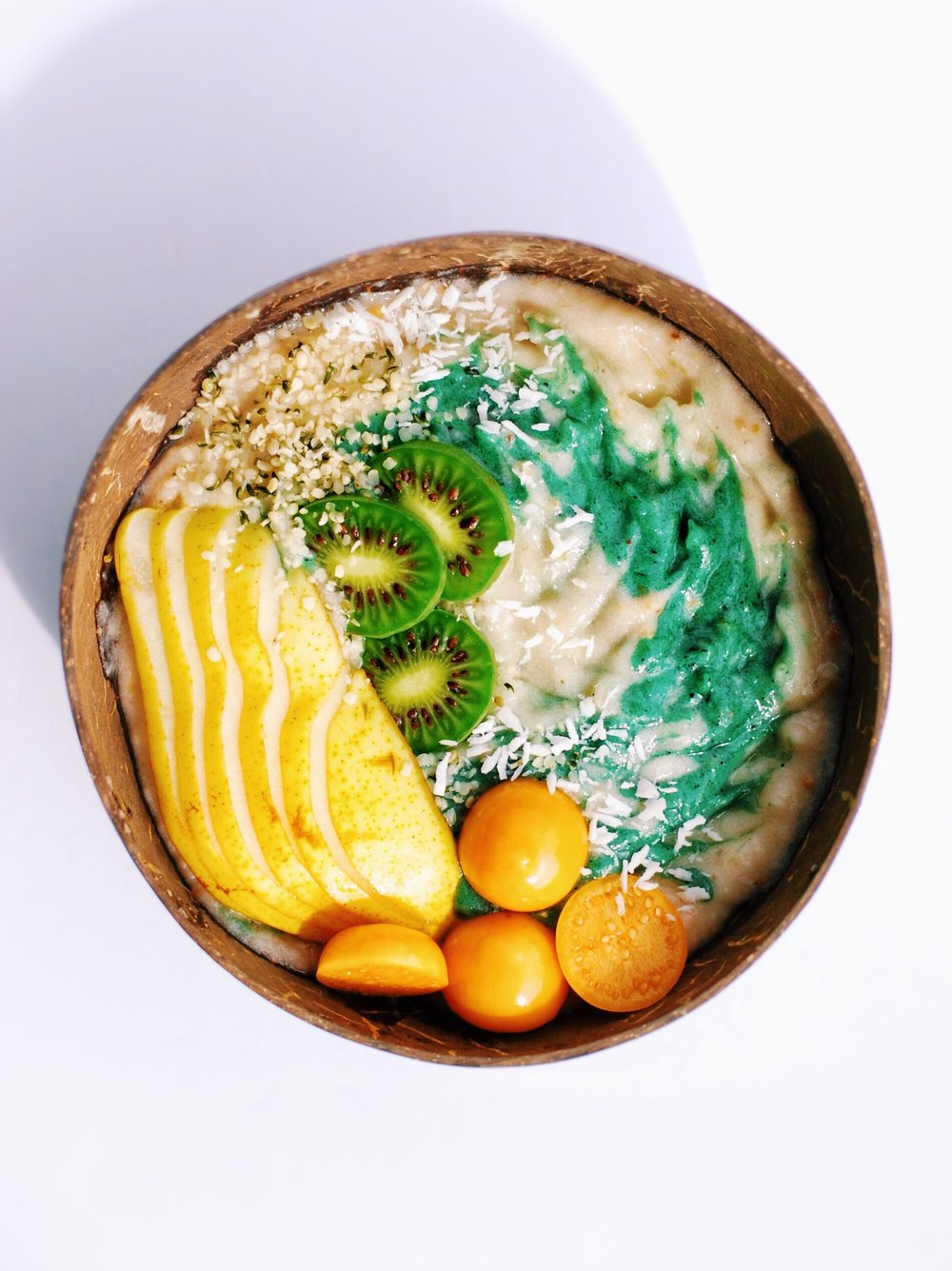 Pear and Spirulina Smoothie Bowl - Foody First