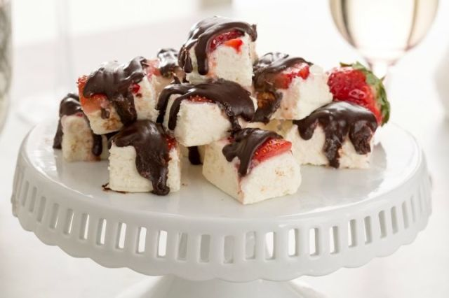 delish-chocolate-covered-strawberry-fudge-promo.jpg