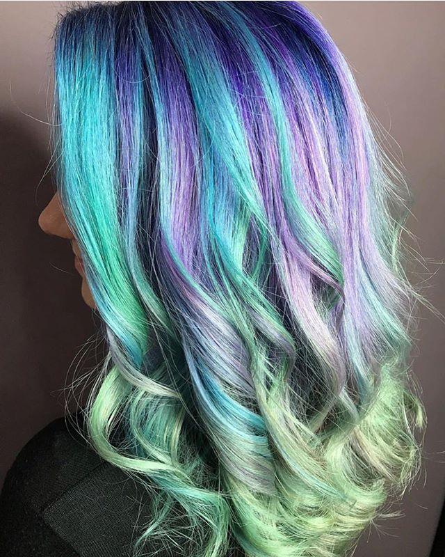 These colors though!! Which one is your favorite? I'm a big fan of the seafoam on the ends 💚🎨: @hair_by_allyt