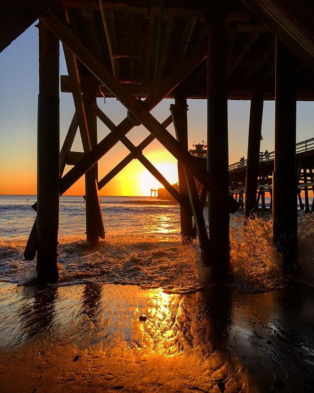 A little under the pier fun. #sanclemente #sanclementelife #sanclementepier #sc #oc #orangecounty #southcounty #calivibes #california #socality #sunset #newyear #wintersunsets #casatropicana