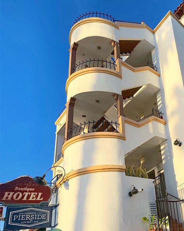 Going up? #casatropicana #sanclemente #sanclementepier #sanclementelife #oc #southcounty #orangecounty #socality #calivibes #beachlife #retro #funky #architecture