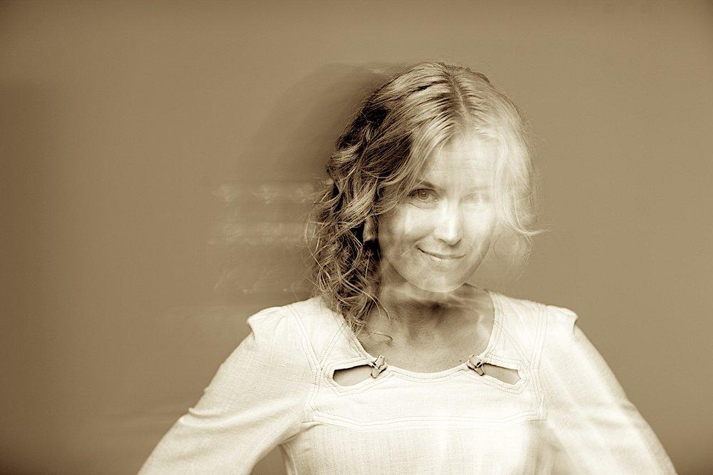 Christin Hoff - Sang