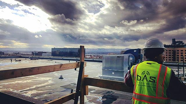 I can see clearly now, the rain has gone! Gonna be a bright sun shiny day! ✌🏼😎☀️#das #integrators #construction #osha #rooftop #publicsafety #futureisbright #radiofrequency #antenna #besafe