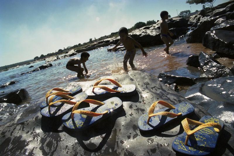 Marcelo-Min-meninos-rio-chinelos-800x534.jpg
