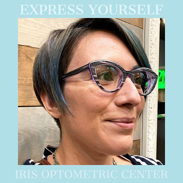 Don't settle for glasses that don't reflect your OUTGOING personality! • • • #nationalwomensmonth #readyforspring #fashion #eyewear #eyewearfashion #oakland #oaklandfashion #oaklandsmallbusiness #optometry