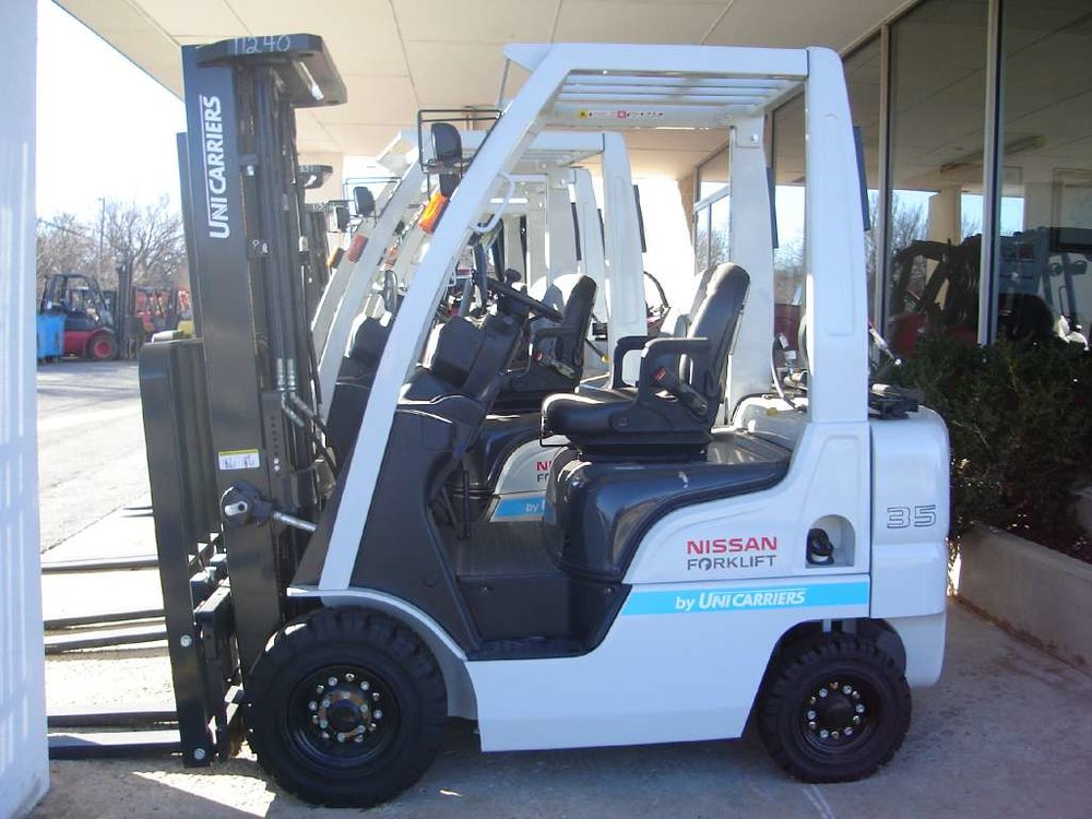 2013 UniCarriers 1F1A18.jpg