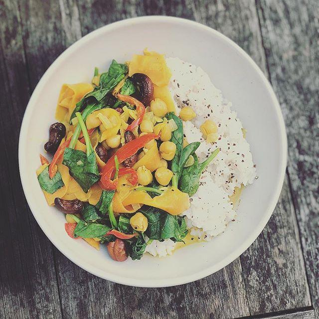 nomnomnom - it's Monday's #vegan treat. Stripped carrot and chickpea curry 🍛 #veggie #coconut #recipe #veganrecipe