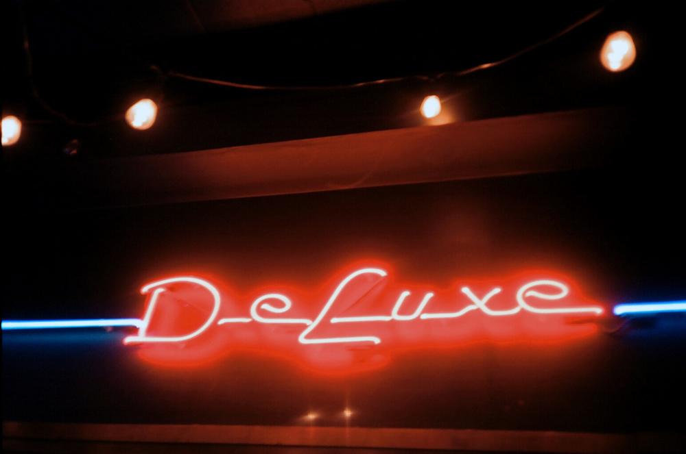 DeLuxe Living