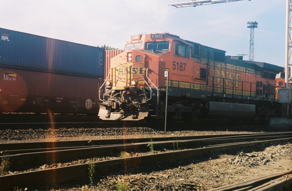 BNSF C44-9W In the Early Morning